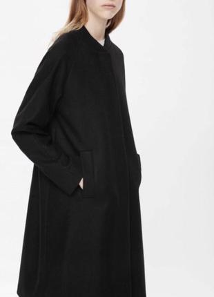 Стильное демисезонное пальто от cos.