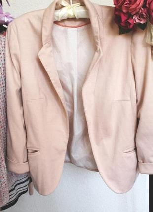 Пудровый пиджак