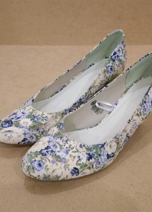 Туфли c&a canda цветы кожаная стелька средний каблук