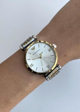 Женские наручные часы серебристые на металлическом браслете цвета серебро с золотом