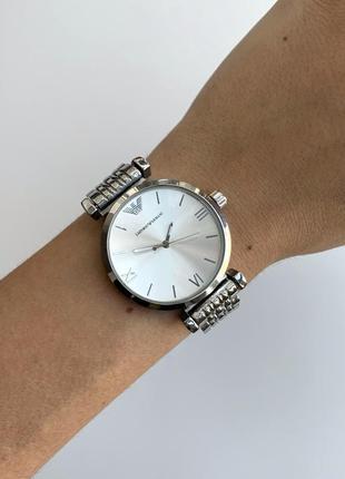 Женские наручные часы серебристые на металлическом браслете цвета серебро