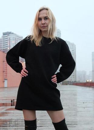 Черное платье-худи на флисе