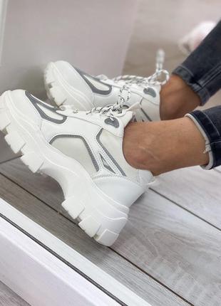 Массивные кроссовки с рефлективными вставками белые женские