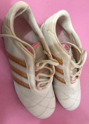 В наличии модные кроссовки,фирма  adidas