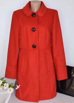 Брендовое красное демисезонное пальто с карманами george вьетнам этикетка