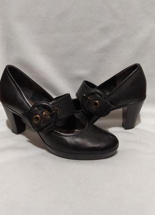 Clarks - женские туфли на каблуках