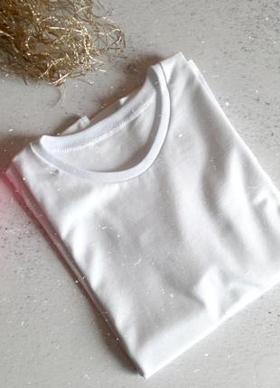 Классная белая базовая футболка