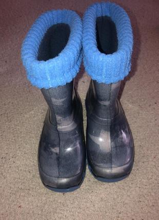 Резиновые дождевые ботинки