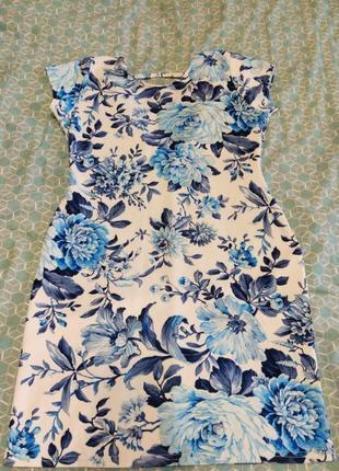 Плотное платье с коротким рукавом