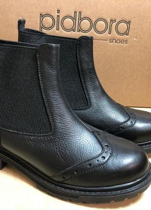 Стильные и комфортные ботинки челси