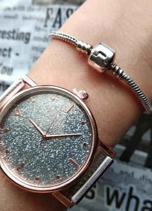 Часы наручные женские на силиконовом ремешке золотистые серебристые годинник