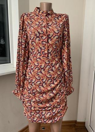 Красивое платье с пышным рукавом