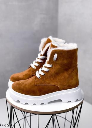 Крутые качественные рыжие зимние ботинки из натуральной замши