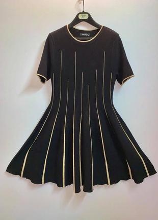 Тренд черное платье миди  finery премиум италия с золотым декором люрекс