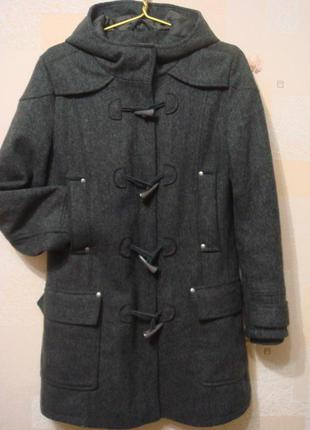 Стильный дафлкот удлиненный зимний с капюшоном