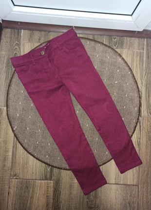 Новые, джинсы-скины f&f 6-7 лет с выбитым рисунком,очень красивые