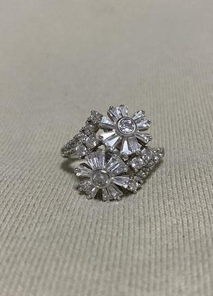 Серебряное кольцо с фианитами размер 19 zarina