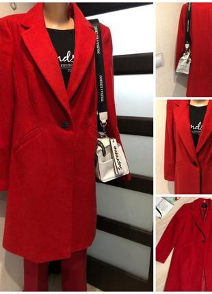 Стильное красное пальто с добавлением шерсти