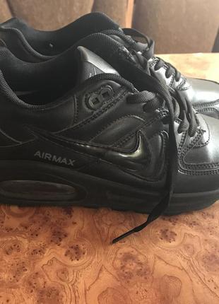 Чёрные кроссовки nike air max