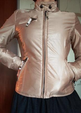 Бежевая легкая куртка