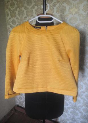 Желтый короткий джемперок с рукавами реглан
