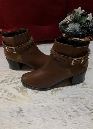 Новые натуоальные ыирменные ботинки 37р.