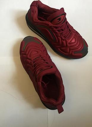 Стильные светоотражающие кроссовки