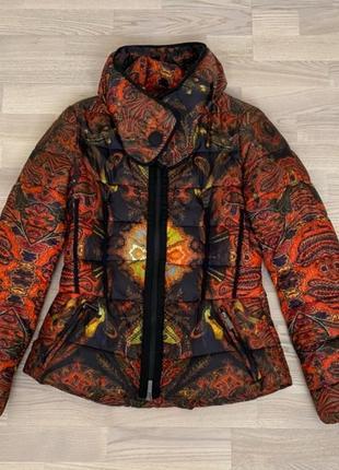 Теплая куртка марки desigual