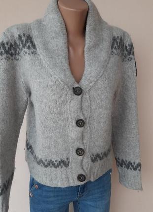 Очень теплый свитер на пуговицах