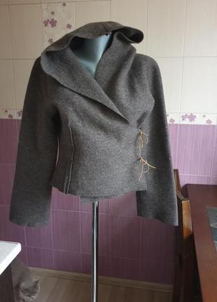 Концептуальный необычный неформальный бесшовный шерстяной пиджак на завязках на запах