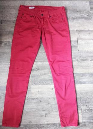 Тонкие джинсы,брюки,штаны красные.