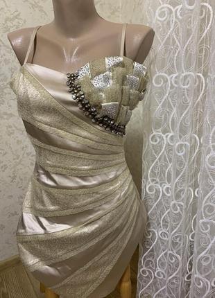 Шикарное выпускное короткое коктейльное платье с камнями