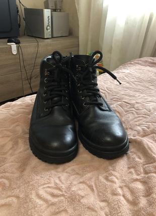 Зимние ботинки снегоходы кожаные ботинки.