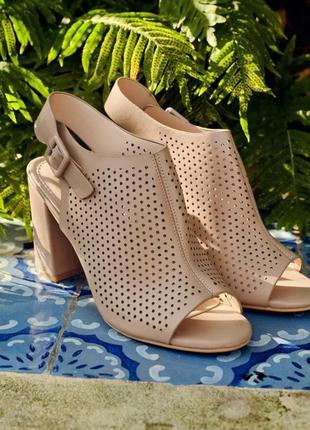 2 цвета босоножки ботильоны на устойчивом каблуке с перфорацией открытая пятка и носок
