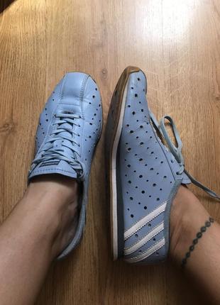 Комфортные кожаные кроссовки для бега и велосипеда adidas 38-39pp