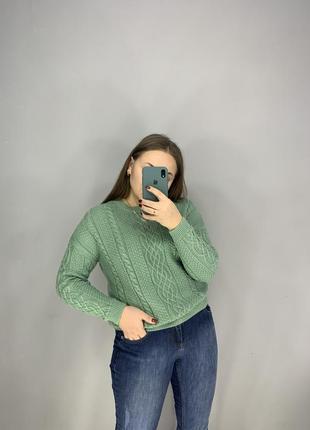 Красивый фисташковый свитер