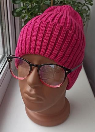 Новая модная шапка, малиновая