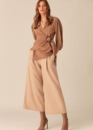 Блузка цвета капучино с черепаховой пряжкой love republic 0153775310-66