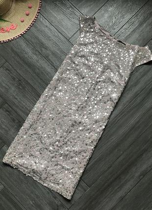 Платье в паетку свободного кроя