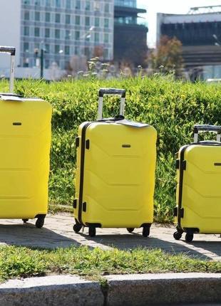 Желтый чемодан wings 147 4 размера2 фото