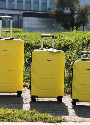 Желтый чемодан wings 147 4 размера3 фото
