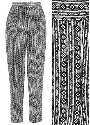 Черно-белые полосатые трикотажные вискозные штаны в полоску в геометрический принт george