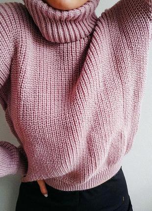 Тёплый вязаный свитер с объемным горлом
