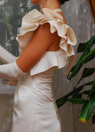 Коктейльное платье на одно плечо