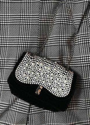 Шикарная чёрная бархатная велюровая сумка кроссбоди с жемчугом
