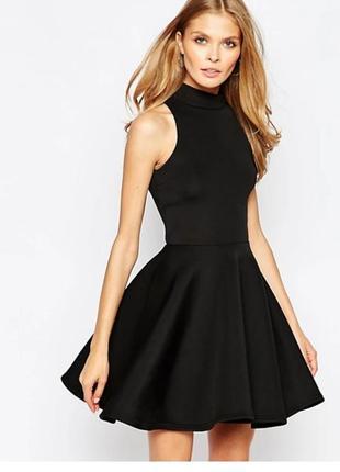 Маленько чорное платье с прозрачными вставками