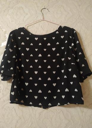 Укороченная блуза в сердечки