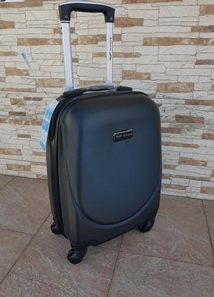 Классическая модель чемоданы wings  black
