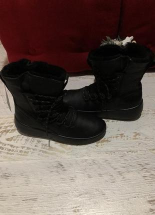 Новые натуральные фирменные ботинки на меху 39,42р.