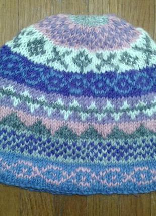 Стильная шапочка-шерсть на фланельке от pachamama в фиалковых тонах